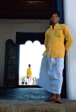 Hombres-de-amarillo.jpg