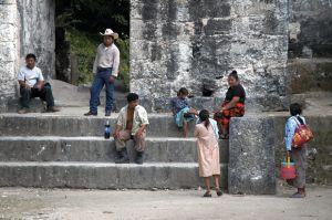 c73-familia-en-Tikal.jpg